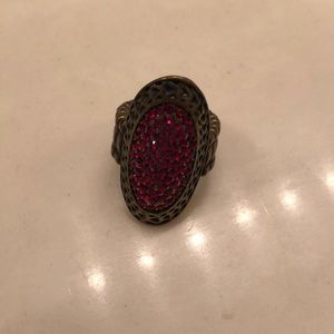 Jewelry - Gold ring with red gems